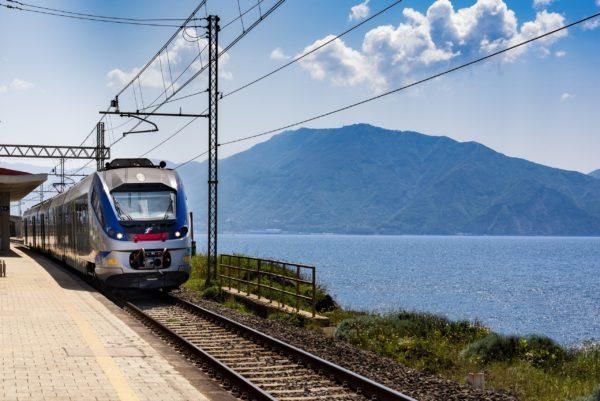 Cefalù Line, nuovi collegamenti in treno con Palermo centrale e Punta Raisi per tutta l'estate