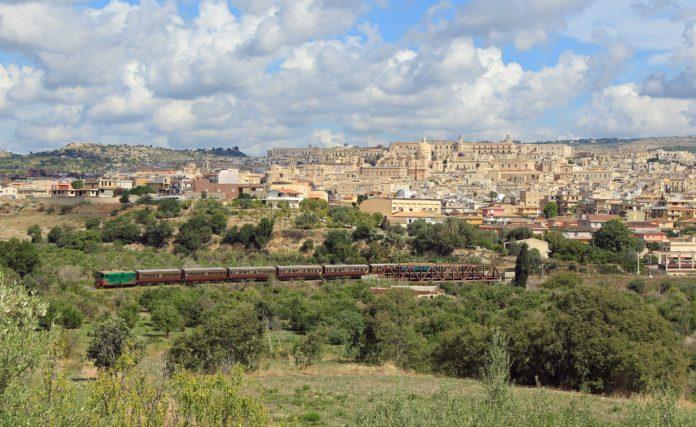 Archivio Fondazione FS treno del barocco