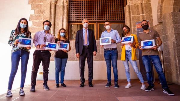 Unipa - Consegna simbolica dei tablet ai rappresentanti degli studenti in Senato Accademico e CdA